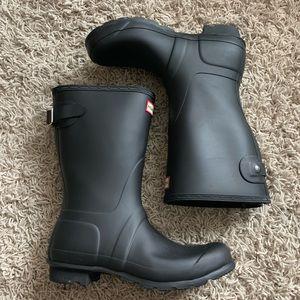Size 8 mid calf black hunter boots adjustable